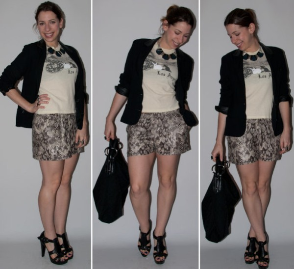 Look-do-dia-como-usar-estampa-de-cobra-camiseta-blazer-salto-alto-schutz-blog-moda-14